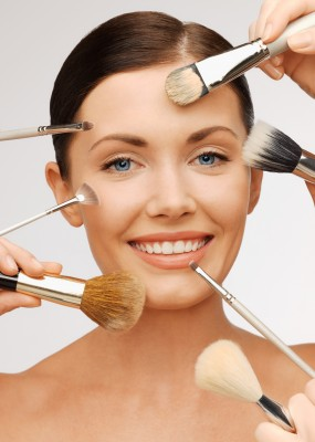 Woman-with-makeup-brushes